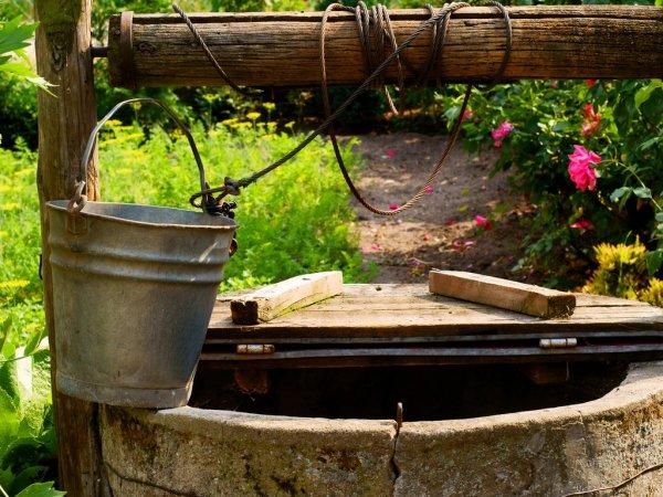 depositphotos_15861195-stock-photo-water-well