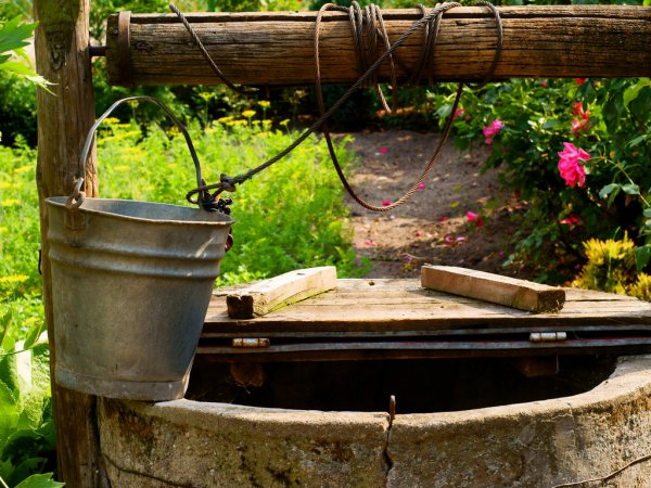 depositphotos_15861195-stock-photo-water-well